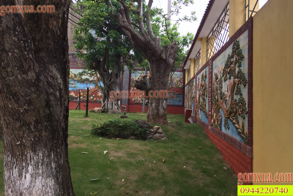 Trang trí sân vườn bằng tranh gốm Phù Lãng