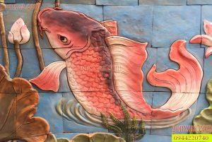 Tranh gốm Phù Lãng với chủ đề cá chép