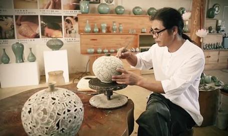 Nghệ nhân Hàn Quốc làm gốm
